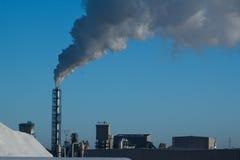 Rook die van fabriek toeneemt Stock Afbeeldingen