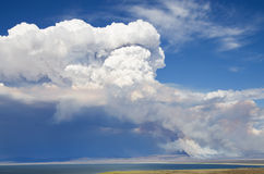 Rook en wolk van wildfire Royalty-vrije Stock Foto