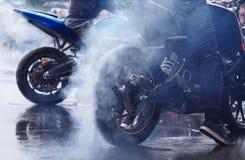 Rook van de aanvang motobike stock afbeelding
