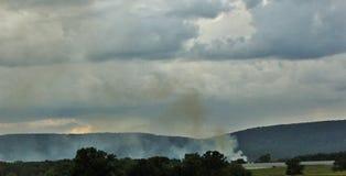 Rook worden die die met wolk wordt gecamoufleerd royalty-vrije stock foto's