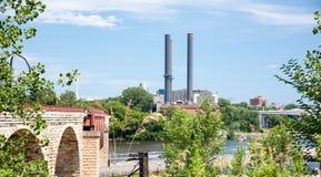 Rookstapels en de Steenbrug in Minneapolis Stock Afbeelding