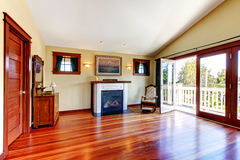 Room with beautiful chery hardwood floor and fireplace Royalty Free Stock Images