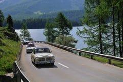 Room-gekleurd Volvo Amazonië en andere klassieke auto's Royalty-vrije Stock Afbeeldingen