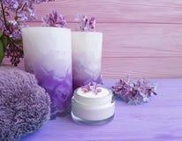Room natuurlijke kosmetische sering op houten, handdoek, kaars royalty-vrije stock foto's