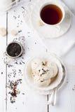 Roomijs met aroma van de Graaf het grijze thee Witte ceramische kom stock afbeeldingen