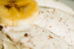 Roomijs met banaan Stock Afbeeldingen