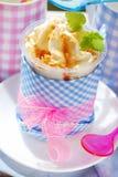 Roomijs met karamel en noten Royalty-vrije Stock Fotografie