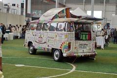 Roomijsvrachtwagen bij een kaasfestival royalty-vrije stock foto