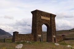 Roosevelt Arch horizontal de Gardiner Foto de Stock Royalty Free