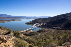 Roosevelt bro i Arizona Arkivfoto