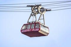 Roosevelt Island-tramspoor die de Rivier van het Oosten kruisen stock foto's