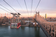 Roosevelt Island Tramway at sunset. With cable car between Manhattan and Roosevelt Island with Koch Bridge in midtown Stock Photo
