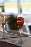 Rooskleurige bruisende champagne Royalty-vrije Stock Afbeeldingen