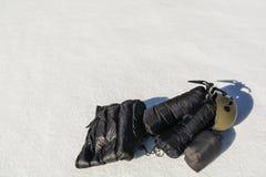 Ropa abajo, hacha de hielo y casco Fotos de archivo libres de regalías