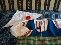 Ropa auténtica en multietnique y la región multicultural de Dobrogea fotos de archivo