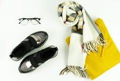 Ropa, calzado y accesorios del ` s de las mujeres de moda Imagen de archivo
