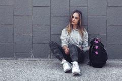 Ropa de la moda de la muchacha deportiva de la aptitud que lleva Foto de archivo libre de regalías