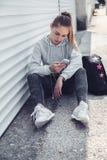 Ropa de la moda de la muchacha deportiva de la aptitud que lleva Imagenes de archivo