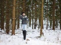 Ropa de la mujer de moda y del invierno - escena rural Imagen de archivo
