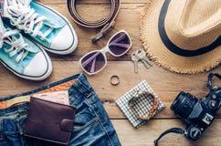 Ropa de los accesorios de vestir del viaje adelante para el viaje Fotos de archivo libres de regalías
