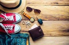 Ropa de los accesorios de vestir del viaje adelante para el viaje Imágenes de archivo libres de regalías