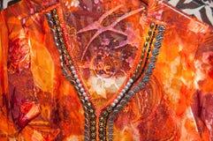 Ropa de Oriente Medio coloreada brillante foto de archivo libre de regalías