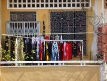 Ropa de sequía en el balcón Fotografía de archivo libre de regalías