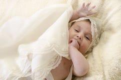 Ropa del bautismo y pequeño bebé Fotografía de archivo libre de regalías