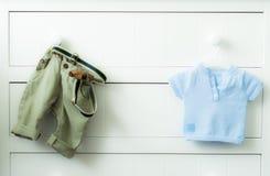 Ropa del bebé Fotos de archivo libres de regalías