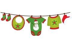 Ropa del bebé de la Navidad del vector que cuelga en la línea Elemento del diseño del vector para la fiesta de bienvenida al bebé stock de ilustración