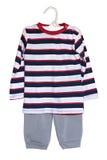Ropa del bebé pantalones y suéter aislados en un fondo blanco imagenes de archivo
