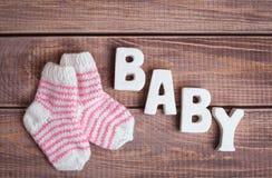 Ropa del bebé y del niño de la palabra Foto de archivo