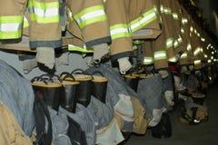 Ropa del bombero Fotos de archivo