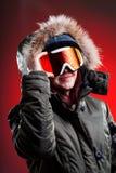 Ropa del esquí de la chica joven que lleva fotografía de archivo libre de regalías
