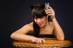 Ropa del gato de la mujer que desgasta atractiva Fotos de archivo