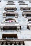 Ropa en el balcón Fotos de archivo