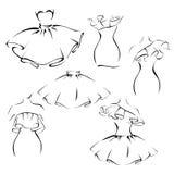 Ropa en el estilo romántico, contorno vestidos y faldas con los volantes ilustración del vector