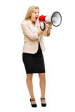 Ropa för magaphone för mogen kvinna som hållande isoleras på vit backgr Royaltyfri Fotografi