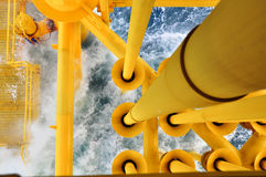 Ropa I Gaz inscenizowanie szczeliny przy Na morzu platformą platforma na złym pogodowym warunku , Ropa I Gaz przemysł Zdjęcia Stock