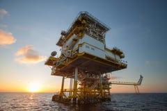 Ropa i gaz platforma w zatoce, oleju lub takielunek budowy platformie dennych, Na morzu, Obraz Royalty Free