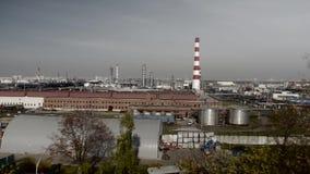 Ropa i gaz rafinerii fabryki panorama Zanieczyszczenie powietrza w dużym mieście zdjęcie wideo