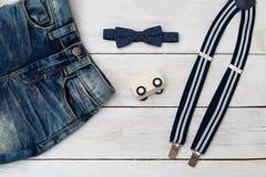 Ropa para el color azul marino del niño pequeño Accesorios para un poco Imagen de archivo libre de regalías