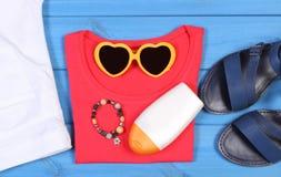 Ropa para la mujer y los accesorios para las vacaciones y el verano Foto de archivo libre de regalías