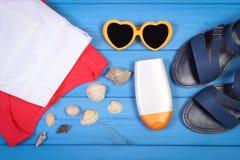 Ropa para la mujer y los accesorios para las vacaciones y el verano Fotos de archivo libres de regalías