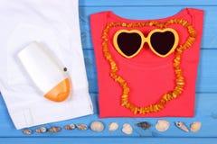 Ropa para la mujer y los accesorios para las vacaciones y el verano Foto de archivo