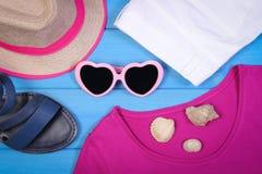 Ropa para la mujer y los accesorios para las vacaciones y el verano Fotos de archivo