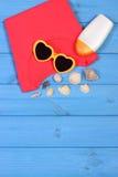 Ropa para la mujer y los accesorios para las vacaciones y el verano, espacio de la copia para el texto Imagen de archivo