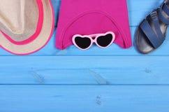 Ropa para la mujer y los accesorios para las vacaciones y el verano, espacio de la copia para el texto Imagen de archivo libre de regalías
