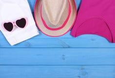 Ropa para la mujer y los accesorios para las vacaciones y el verano, espacio de la copia para el texto Fotos de archivo