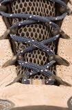 Ropa que va de excursión cargadores del programa inicial o los zapatos Imagenes de archivo